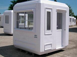 Недорогой туалет с душевой кабиной